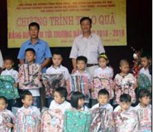 Cô giáo Dương Thị Hồng và chiếc tủ từ thiện
